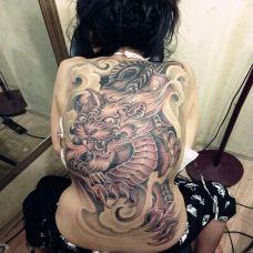 女生大气满背彩色貔貅纹身图案