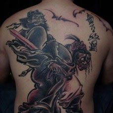 水墨画风格的霸气钟馗满背纹身