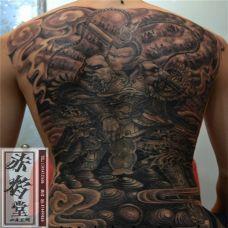 男生霸气斗战胜佛满背纹身图片