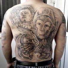 男生霸气斗战胜佛后背纹身图片