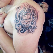 欧美男生斗战胜佛花臂纹身图片欣赏