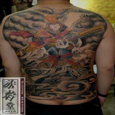 男人霸气的斗战胜佛后背纹身图案