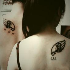 个性情侣背部翅膀纹身图案大全