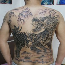男生满背个性烈火麒麟纹身图案大全