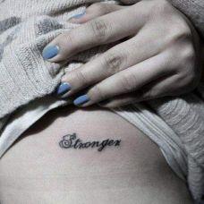 腹部个性简单字母纹身图片