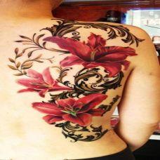 女人唯美背部彼岸花纹身图片大全