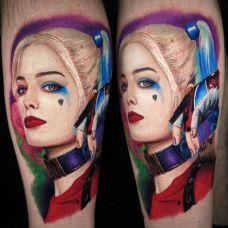 小丑女的妩媚,腿部写实肖像彩绘纹身