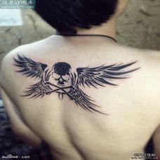 后背个性骷髅翅膀纹身图案欣赏