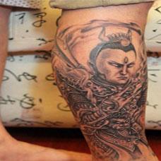 男士腿部经典个性二郎神纹身图案