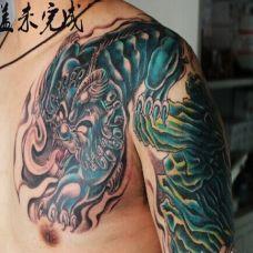 肩膀上的半甲貔貅图片纹身