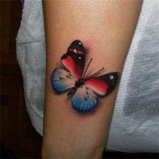 手臂上的蝴蝶纹身图案简单有个性