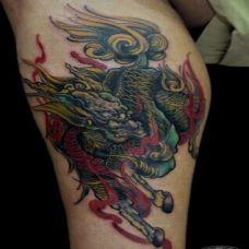 男生霸气小腿彩色麒麟纹身图案欣赏