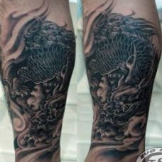 男生腿部个性麒麟纹身图案经典霸气