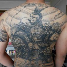 酷酷的斗战胜佛满背纹身图片大全