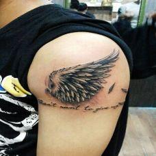 男生手臂炫酷图腾翅膀纹身图案时尚个性