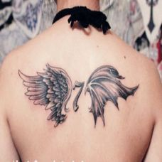 女生背部漂亮翅膀纹身图案大全