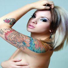欧美性感女生后背纹身图案