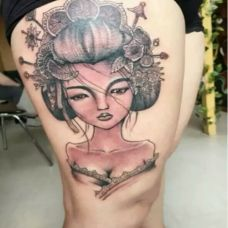 美女个性艺妓腿部纹身图片