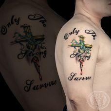 信念之杵,手臂d十字架英文纹身