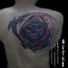 满背霸气凶兽个性纹身图案