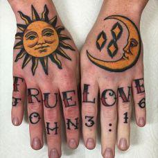 浩瀚星月,宇宙无边,手腕日月字母纹身