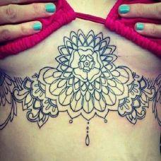 好看的美女胸口唯美纹身图案