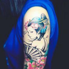 花香伊人俏,手臂艺妓鲜花彩绘纹身