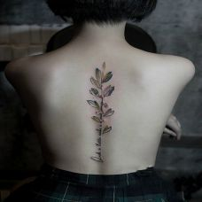 风中的铃兰,美女后背鲜花英文小清新纹身