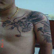 龙鳞经典霸气半甲纹身图片