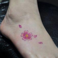 脚背梅花纹身刺青图片大全