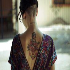 美女后肩性感纹身图稿大全