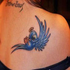 美女背部小鸟纹身图案大全