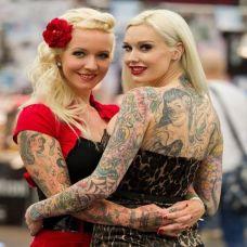 欧美女生后腰性感纹身图案