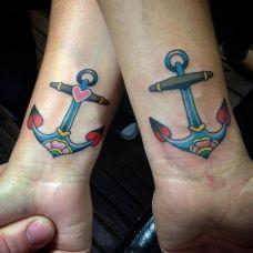 爱心之锚,情侣手腕处可爱的船锚彩绘纹身