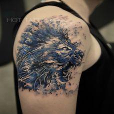 怒吼响彻天地,手臂泼墨狮子个性纹身