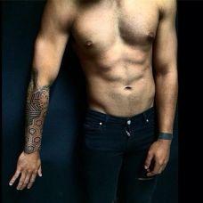国外手臂极黑图腾纹身图片大全