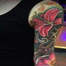 美女帅哥的花臂纹身图案