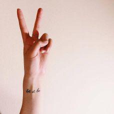 简单的手腕英文纹身图片