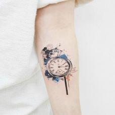时间无法抹去的色彩,手臂怀表泼墨彩绘纹身