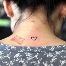爱心纹身图腾背部刺青图片