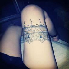 大腿蕾丝边纹身图片 无法抗拒的诱惑