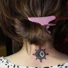 背部太阳图腾纹身