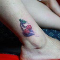 红樱桃纹身图案小巧个性