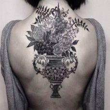 女人后背纹身图案 忍不住想要触摸的性感