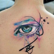 慧眼如炬,后背泼墨眼睛水彩纹身