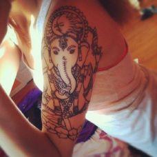 女士胳膊纹身大图素材