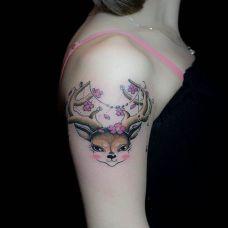 手臂小鹿纹身图案可爱图片