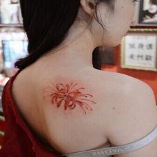 纹身图案女后背彼岸花盛开刺青