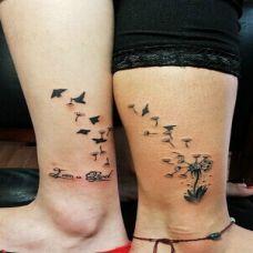 最新脚踝纹身图片蒲公英纹身