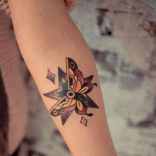 手臂个性蝴蝶星星纹身图案